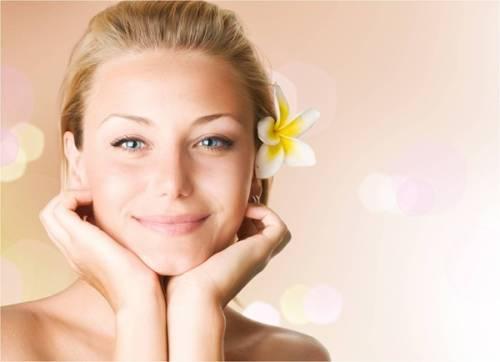 Советы косметологов по уходу за кожей лица весной.