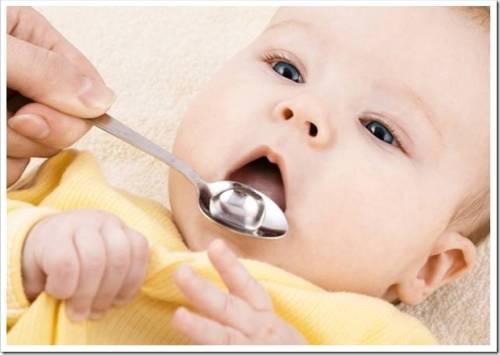 Как лечить горло грудному ребенку