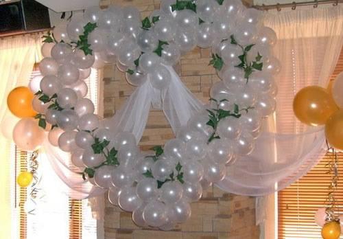 Как украсить зал на свадьбу своими руками?