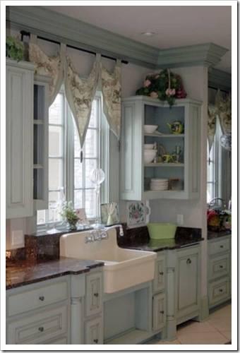 Как оформить окно на кухне в хрущевке