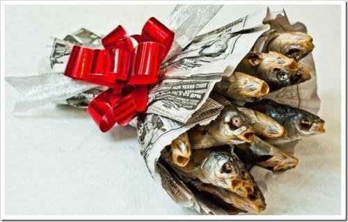 букетом из сушенной рыбы