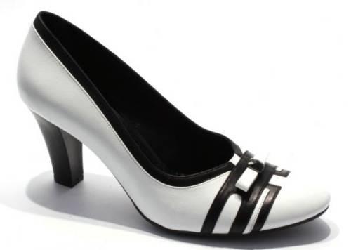 Как выбрать стильную женскую обувь больших размеров?