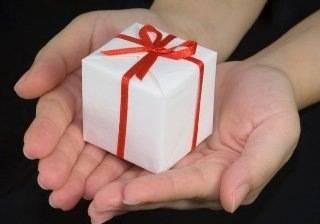 Что подарить парню на год отношений?