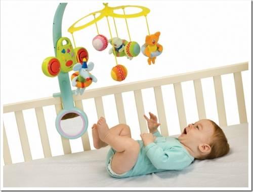 Правила выбора игрушек для новорождённых.