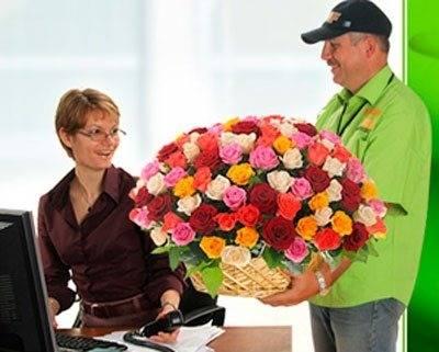 Как сделать сюрприз девушке с помощью самых свежих цветов с круглосуточной доставкой?