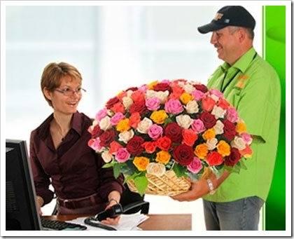 Как сделать сюрприз девушке с помощью доставки цветов?