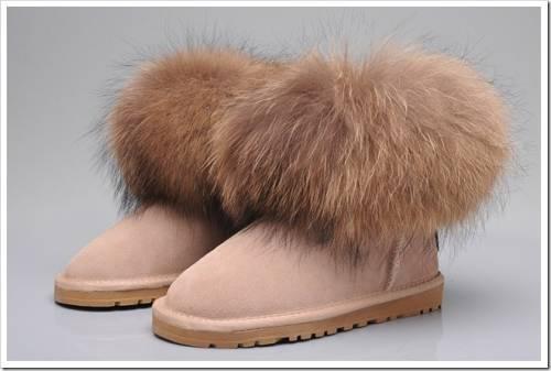 С чем носить угги с мехом зимой?