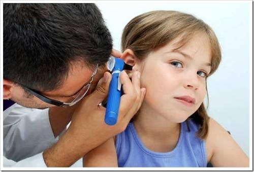 Какие симптомы характерны для пробки в ухе?