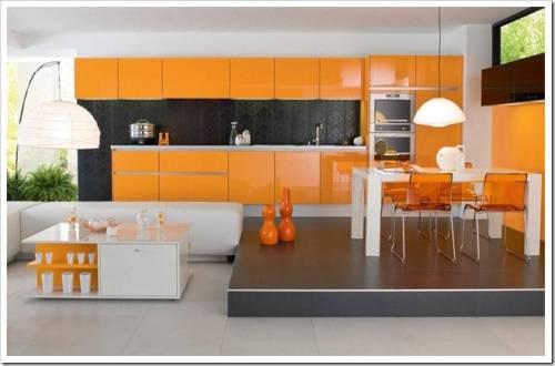 Яркие цвета в оформлении кухни