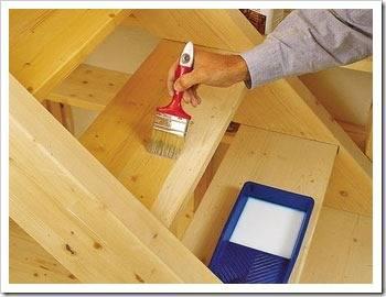 Покраска как лучший способ обновления деревянной лестницы.