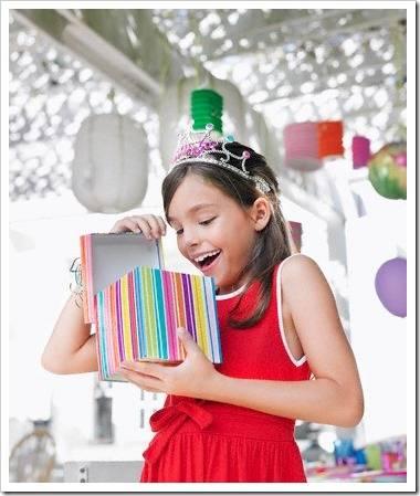 Какой подарить подарок девочке на 10 лет?