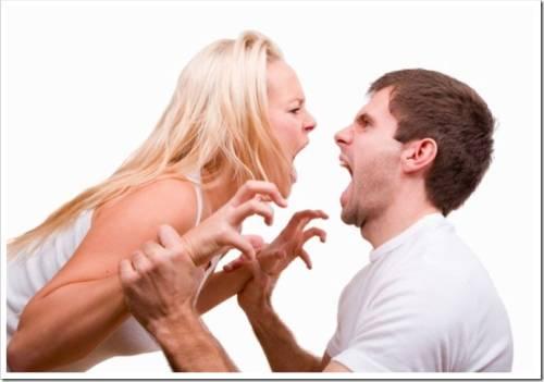 Муж проявляет агрессию к жене