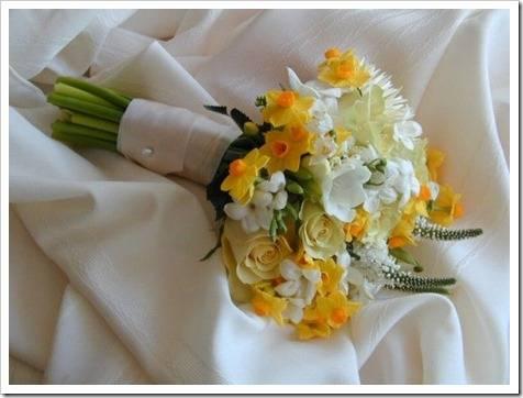 Стоит ли дарить цветы на свадьбу?