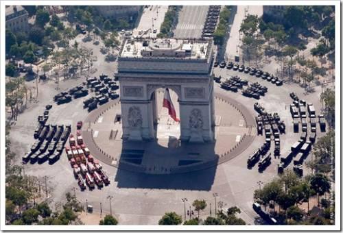 парад на День взятия Бастилии
