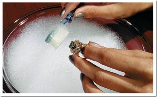 Как чистить золотые украшения с камнем в домашних условиях - Как почистить золотые украшения в домашних