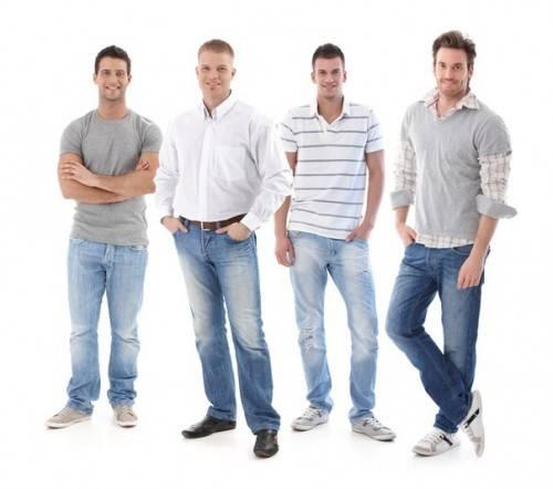 С чем мужчине ностиь джинсы