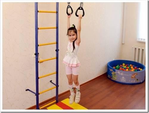 Шведская стенка для ребенка: оптимальные модели и упражнения