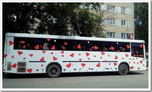 Кортеж из лимузина и автобусов