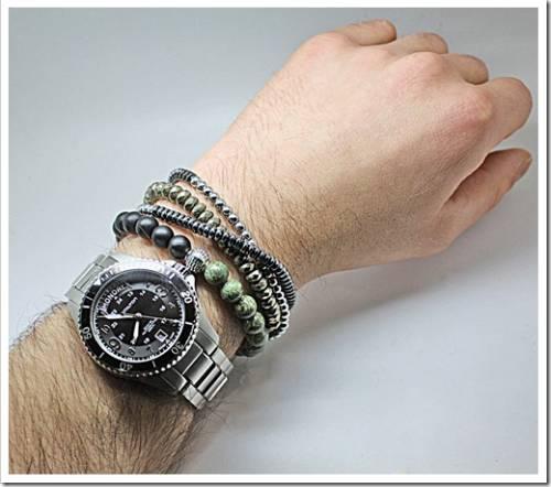 На какой руке носят браслет мужчины?