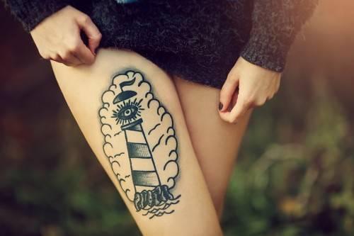 тату метафорический маяк на руке — фото