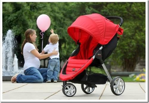 Пересаживаем малыша в сидячую коляску