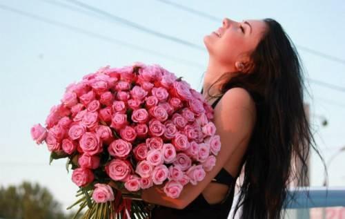 Сколько подарить роз на день рождения девушке