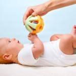 С какого возраста давать ребенку погремушки