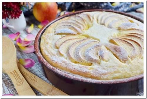 Базовый рецепт приготовления воздушной шарлотки из яблок