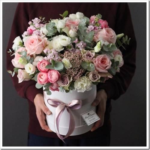 Какие цветы подходят для композиции в коробке?